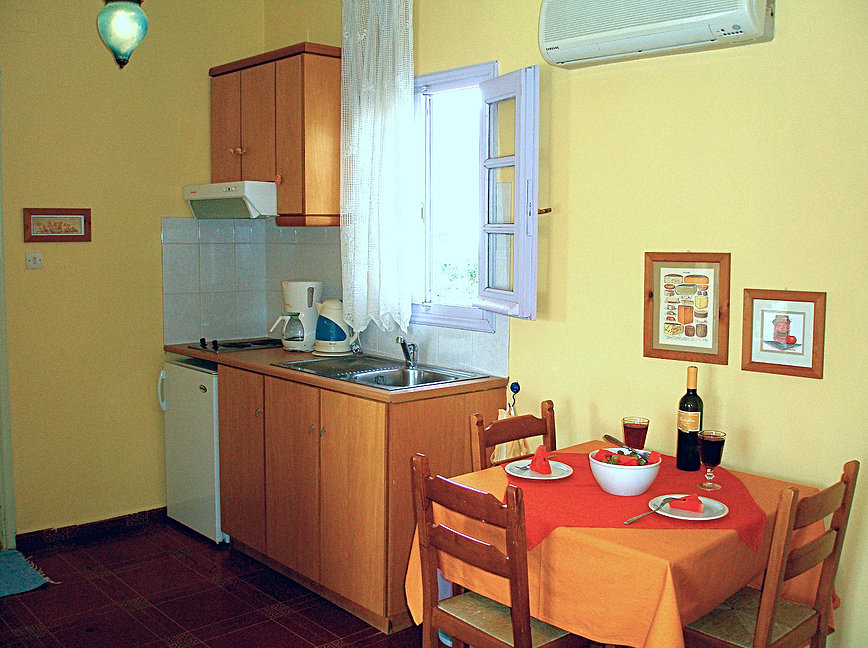 HOTEL ARIADNE SKYROS FULLY EQUIPPED KITCHEN